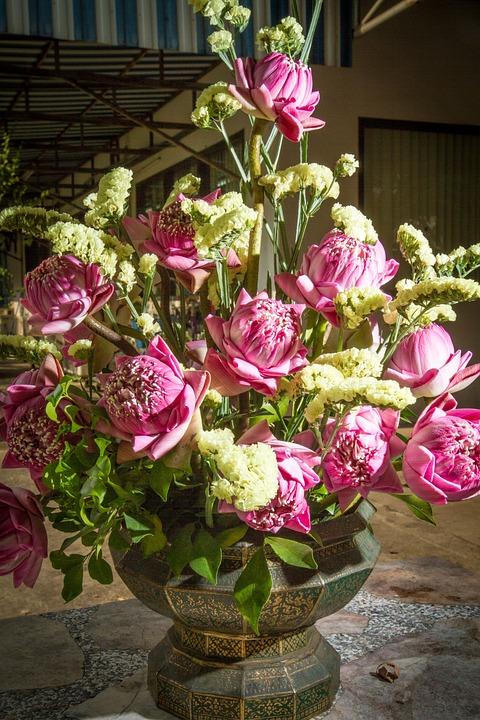 Les bienfaits des plantes artificielles : Sublimez vos espaces avec ces plantes