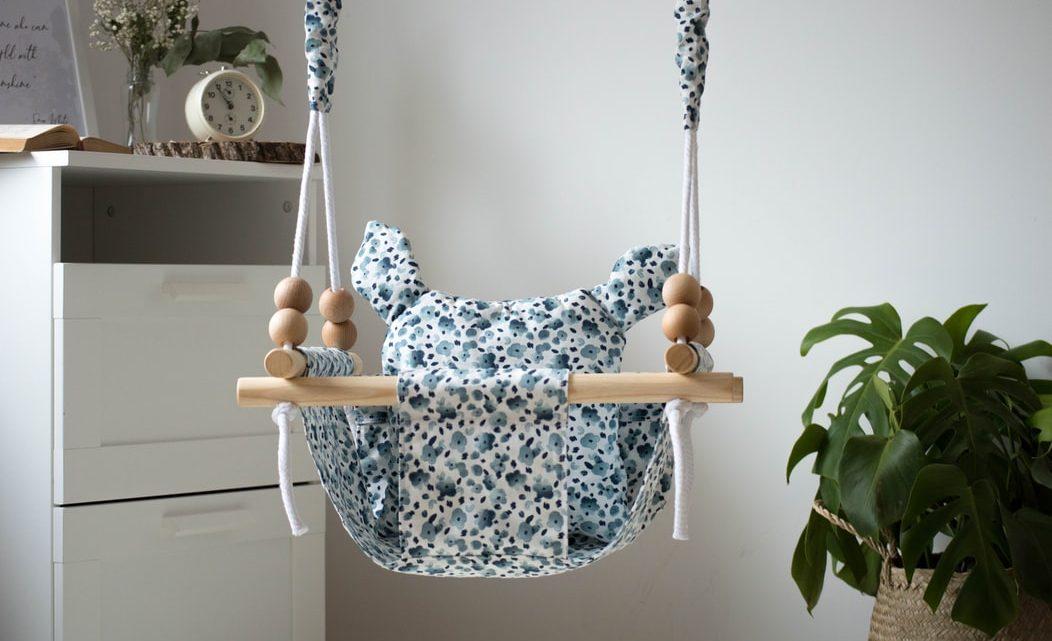 Les balançoires pour bébés : pourquoi sont-il aussi bas ?